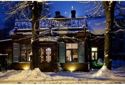 Romantiska nakšņošana jaunlaulātajiem Rīgā