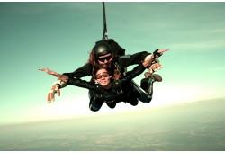 """Lēciens ar izpletni  """"Tandēmā"""" ar  instruktoru, augstums 3000 m"""