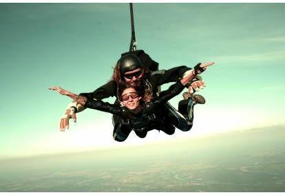 """Прыжок с парашютом """"в тандеме"""" с инструктором, высота 3000 м в Даугавпилс"""