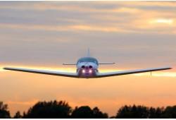Lend lennukiga võimalusega lennukit ise juhtida