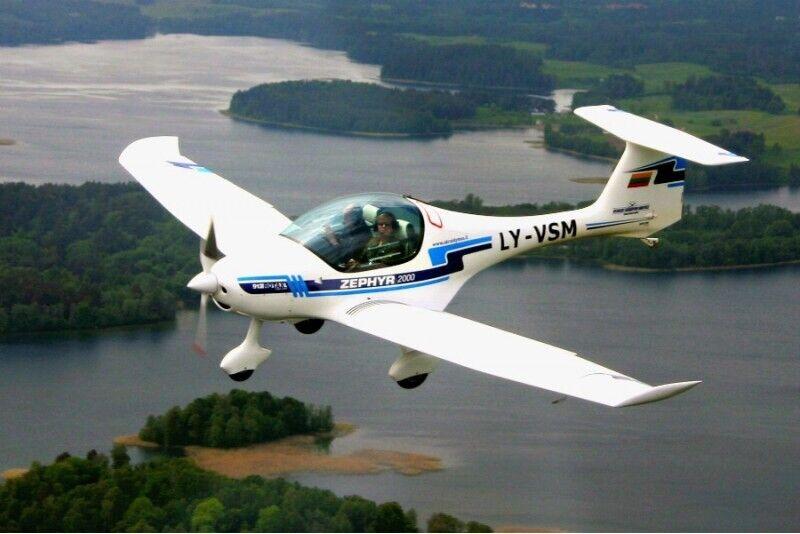 Lennukoolitus Trakai lossi kohal
