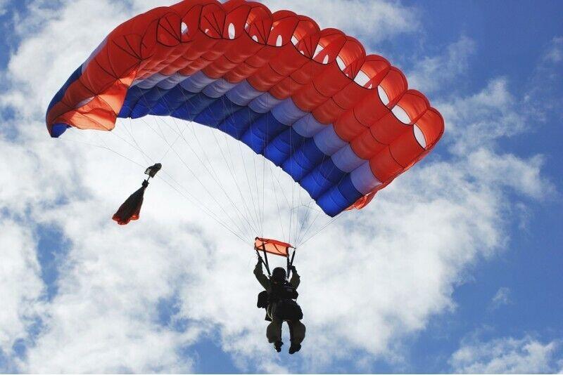 Самостоятельный прыжек с парашютом в Рапла