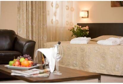 Романтический пакет в отеле Rocca al Mare в номере полулюкс