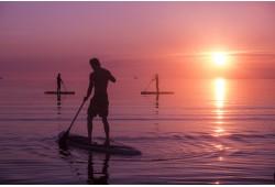 Aerusurfi päikseloojangu matk kahele Surftown surfikoolilt Tallinn