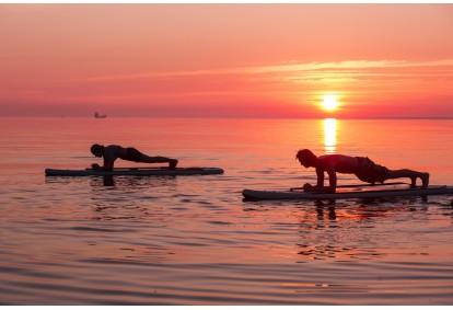 Занятия йогой серфинга Surftown