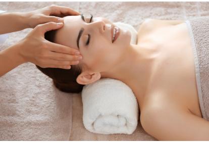 D'Difference затягивает обработку лица с помощью LPG-массажа в салоне Siluett Beauty Salon