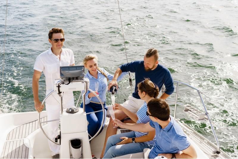 """Поездка на лимузине + поездка на яхте """"Морское приключение"""""""