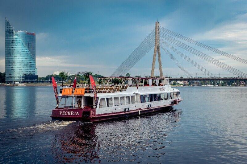 "Поездка по Даугаве на речном трамвайчике ""VECRĪGA"""