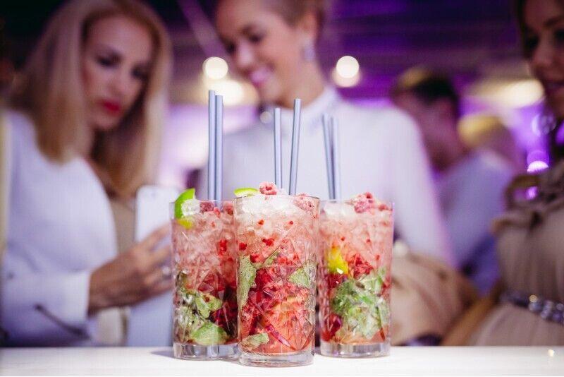 Праздничный пакет для друзей с приветственным напитком и выбором закусок Tallinn