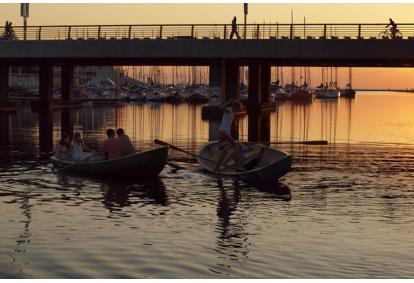 Аренда лодок для четырех человек на прекрасной реке Пирита Таллинн