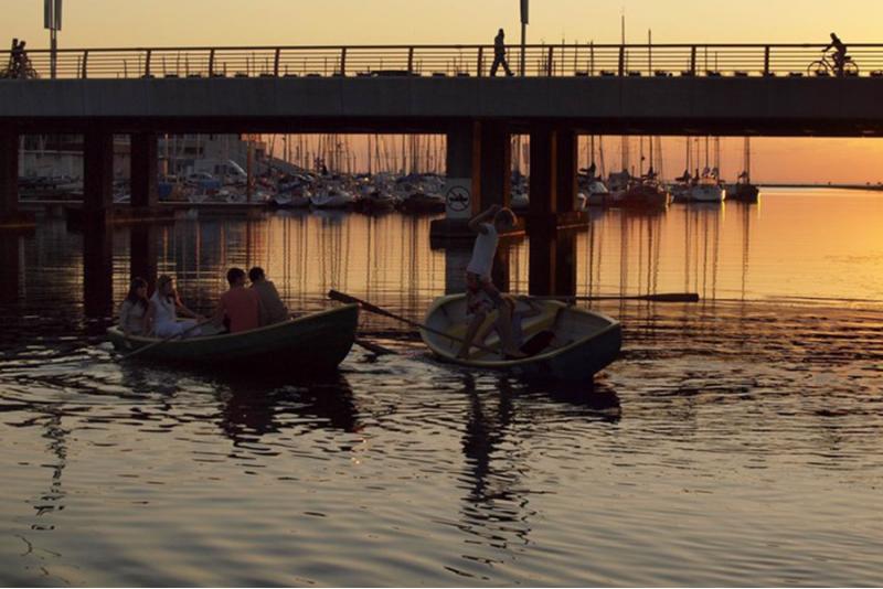 Часовая поездка на лодке по красивой Пирита реке в Таллинне