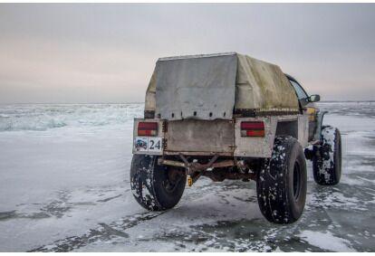 Зимнее развлечение для группы: Сафари на озере в Пейпси и теплый отдых в палаточной сауне