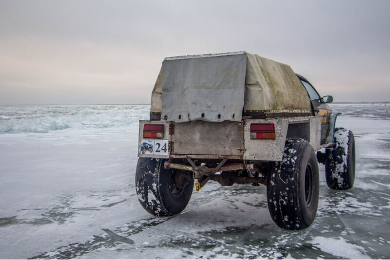 Talvine elamus seltskonnale: Peipsi järvesafari ja soojendav telksaun