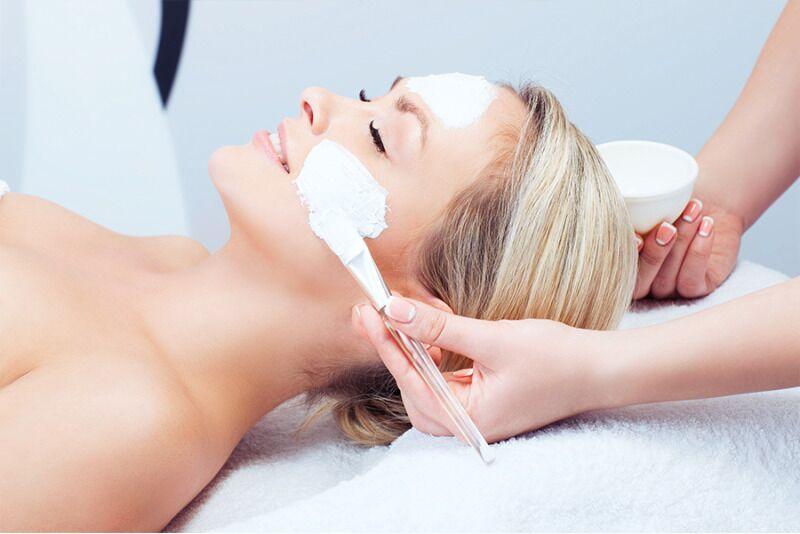 Антивозрастная процедура с подтягиваещим массажем и маслами водраслей в Таллинне