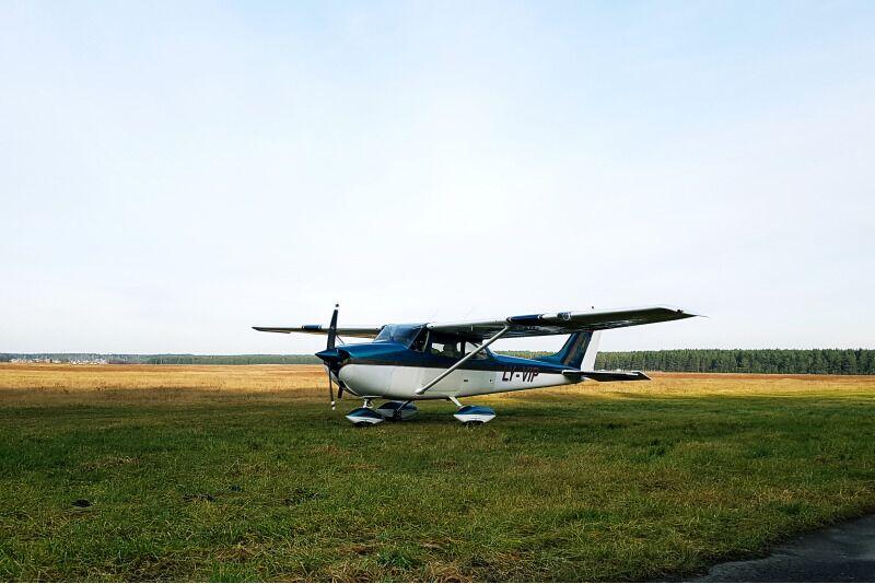 Lend üle Alaušai järve Utena ümbruses