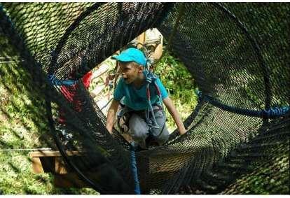 Захватывающее приключение для ребенка в парке приключений Тарту