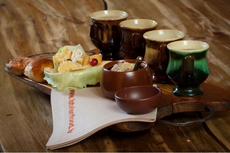 """Посещение ресторанa  латышской традиционной кухни """"Таверна"""""""
