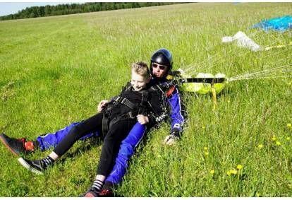 Прыжок в тандеме с парашютом с высоты 4000 м с видеозаписью