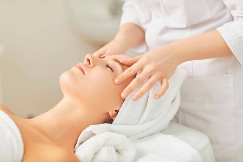 Расслабляющая   процедура   для лица  с  французской   косметикой серии   YON-KA  в  салоне красоты Pärli
