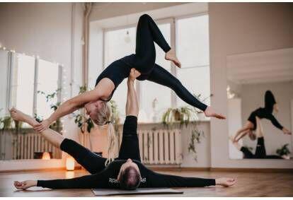 Частный урок йоги и акро йоги для двоих в Таллине
