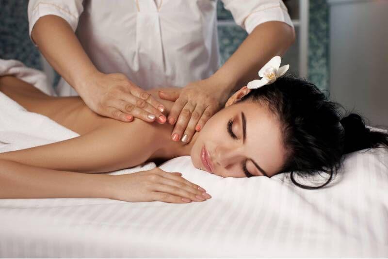 Pea-, kaela- ning õlavöötme massaaž ilusalongis Siluett