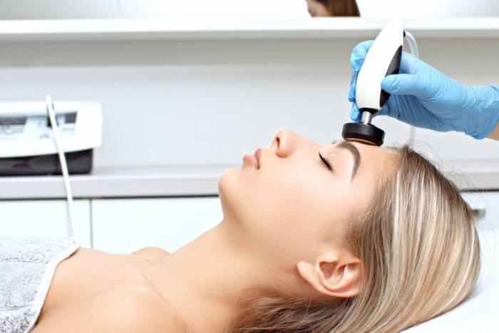 RF-lifting näole, kaelale ja dekolteele kolageenimaskiga Charmstudios
