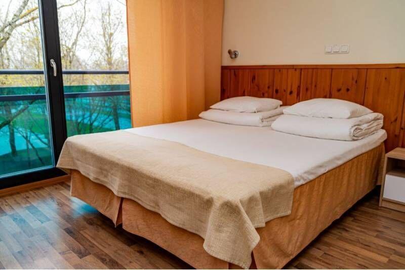 """Семейный пакет в """"Hotell Tammsaare"""" с посещением """"Tervise Paradiisi"""""""
