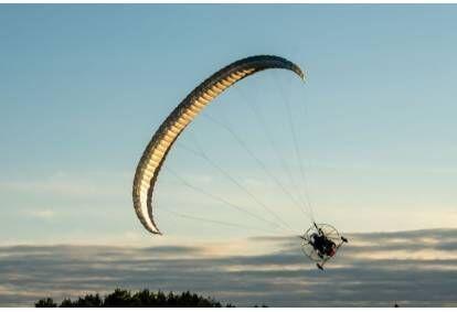 Lenda Kuusiku lennuväljal paratrikiga