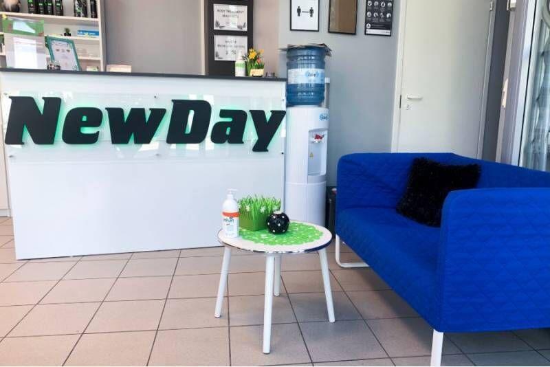 Spa-maniküür geellakiga ja virsiku parafiinihooldus kätele salongis NewDay